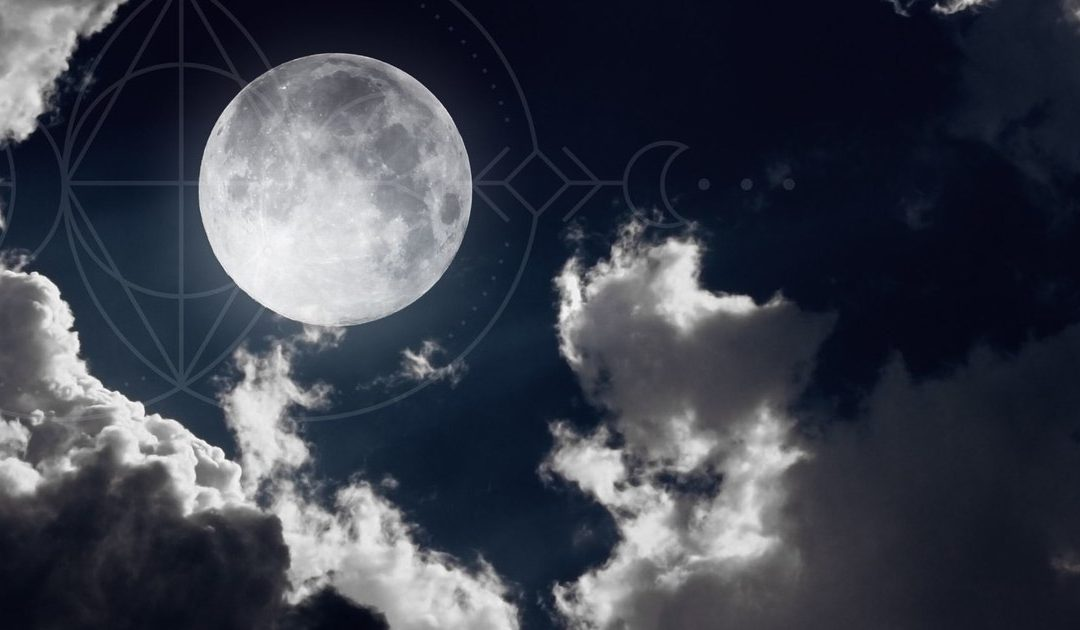 How to Perform a Full Moon Ritual of Gratitude